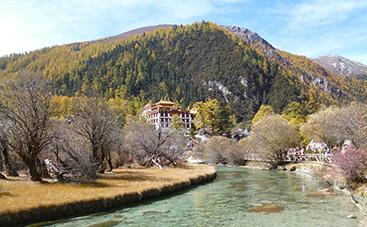 園内のチベット寺院