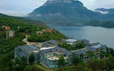 銀湖島酒店