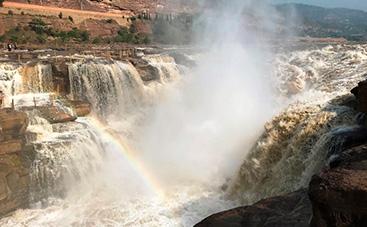 中国三大瀑布の一つ壺口瀑布