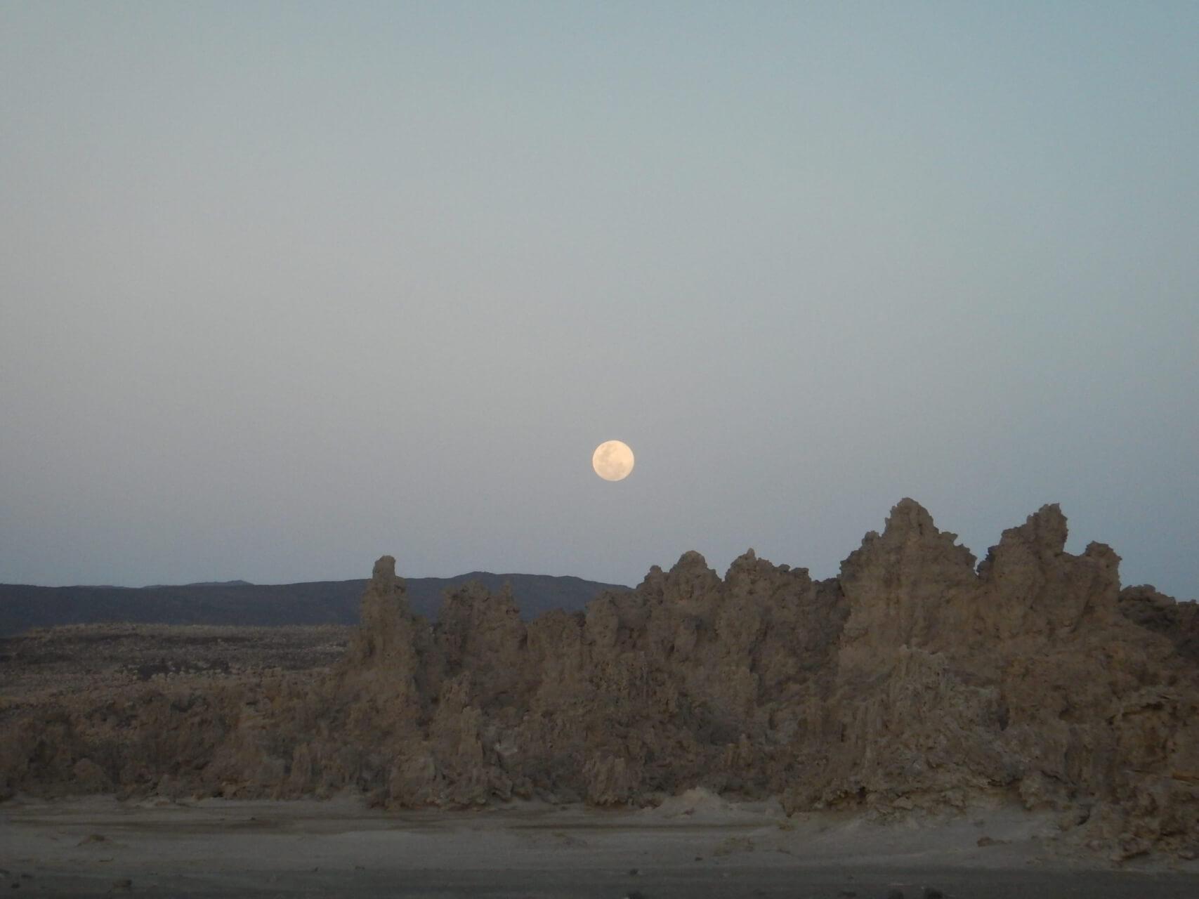 アフリカの小国 ジプチ 驚異の大地溝帯と紺碧の海