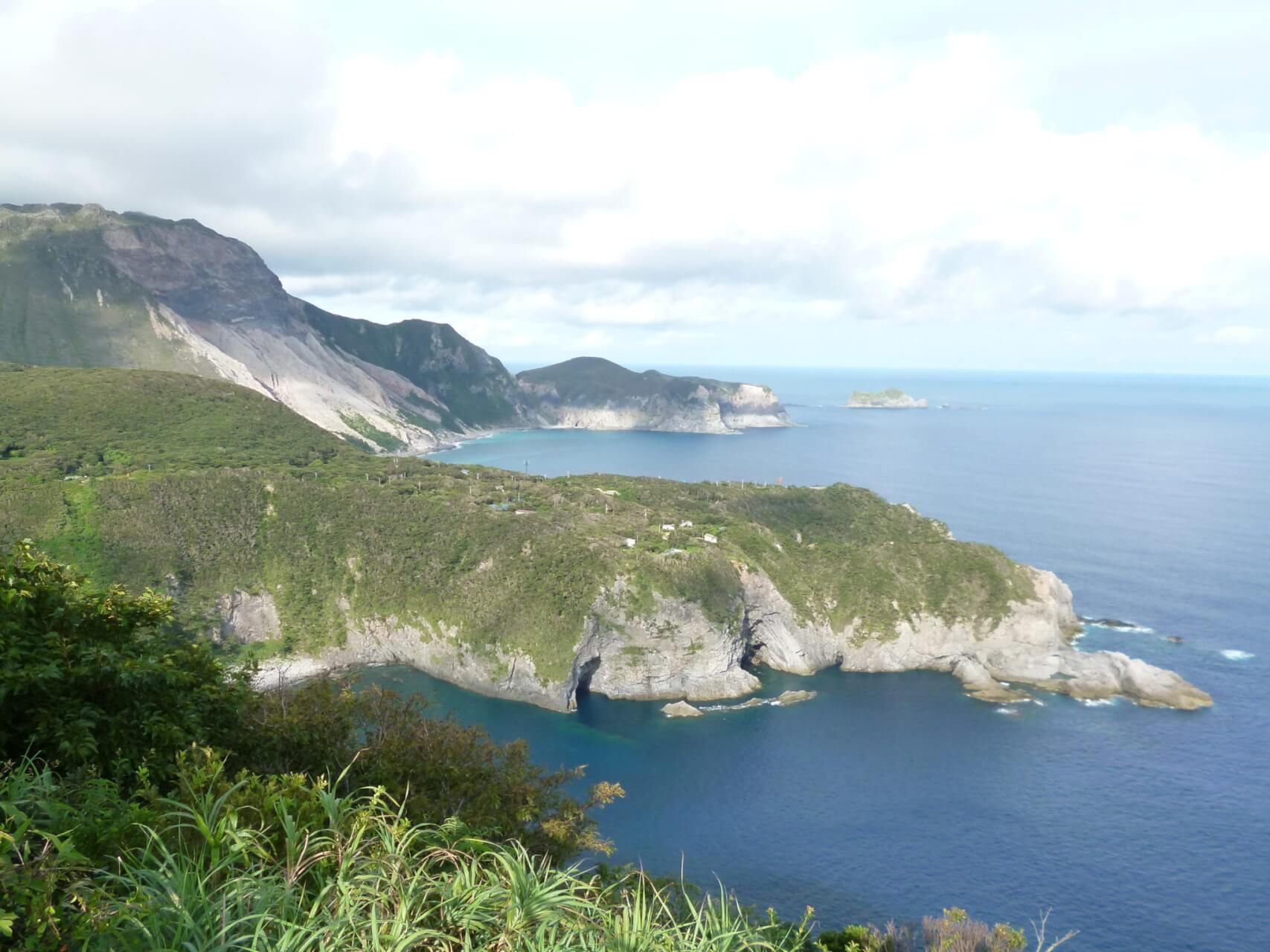 【国内・離島旅行】伊豆七島 椿咲く大島、利島と星降る神津島3島巡り【3日間】