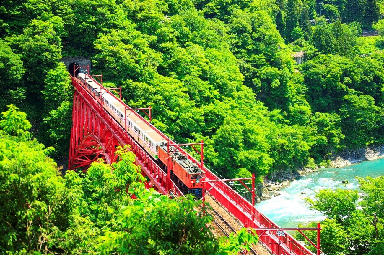 【国内・中部】 五箇山から黒部渓谷まで 鉄道でめぐる富山滞在の旅